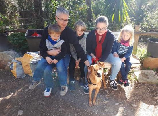 Maria mit ihrer neuen Familie